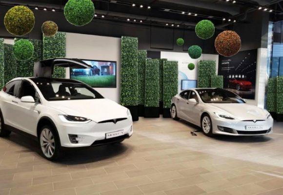 Tesla Design Lounge, migliaia i visitatori