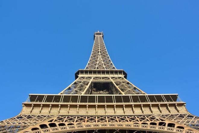 La Torre Eiffel. Foto di JacLou DL da Pixabay
