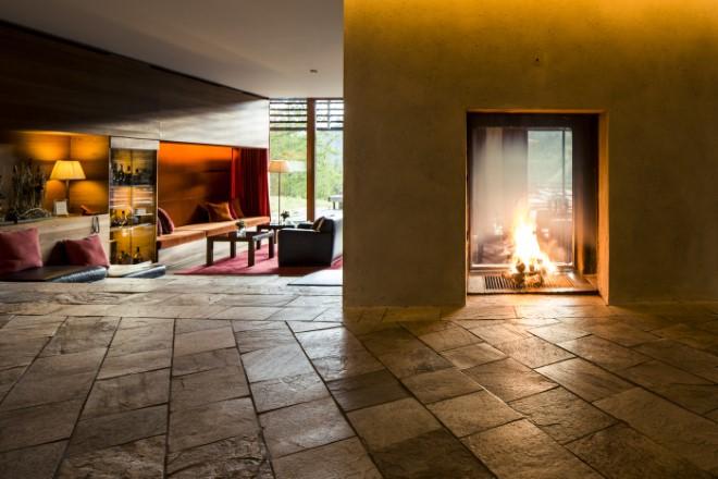 Il camino nella Lounge. Foto di Florian Andergassen